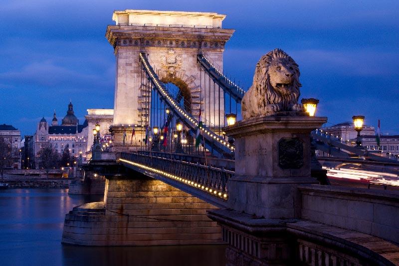 Puente de las Cadenas el primer puente de piedra que conectaba Pest y Buda