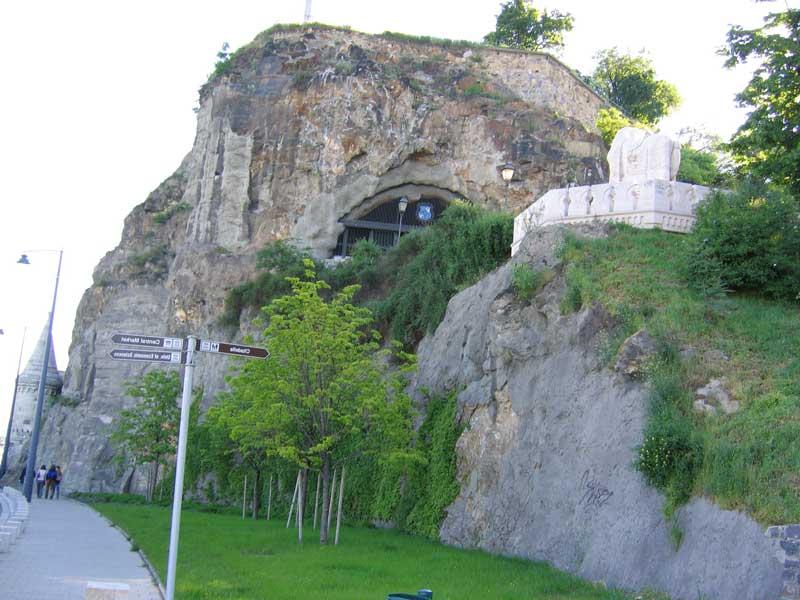 Cueva Gellert