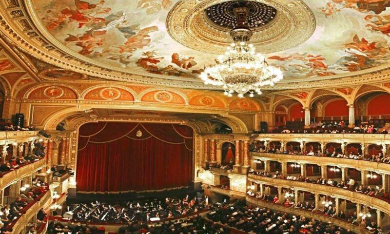 El interior de la Ópera de Budapest
