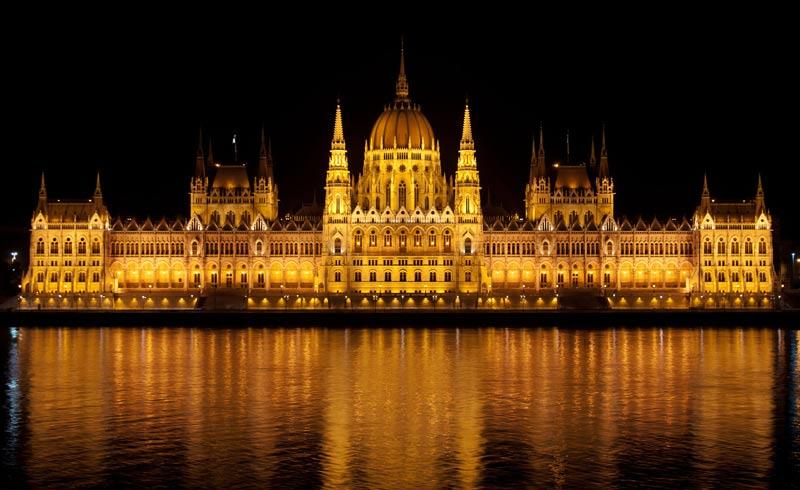 parlamento-de-noche