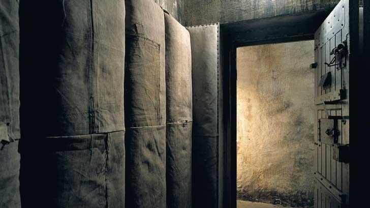 Salas de interrogatorios y celdas